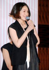 妊娠中でお腹ふっくら 笑顔で舞台あいさつに登壇した麻生久美子 (C)ORICON DD inc.