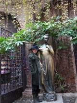 初ドキュメンタリー番組『裸にしたい男「佐藤健」』でジュリエットのお墓を訪れた佐藤健