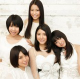 5人組ガールズユニット・9nineの新アルバム『9nine』のジャケット写真が解禁(写真は通常盤)