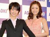 (左から)剛力彩芽、上戸彩 (C)ORICON DD inc.