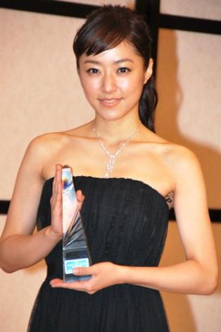 『2012年 エランドール賞』新人賞を受賞した井上真央 (C)ORICON DD inc.