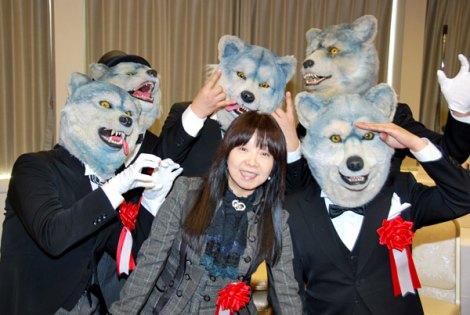 『第48回 日本クラウンヒット賞』贈呈式に出席したイルカとMAN WITH A MISSION (C)ORICON DD inc.