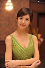 韓国ドラマ『ローラーコースター 男女の探求生活』で注目を集めた人気急上昇中の若手女優イ・ヘインが国際結婚詐欺師役で日本のドラマに初出演(C)フジテレビ