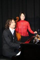 エドワード・エルガー作曲の「愛の挨拶」で共演したふかわりょうとチェリストの遠藤真里 (C)ORICON DD inc.