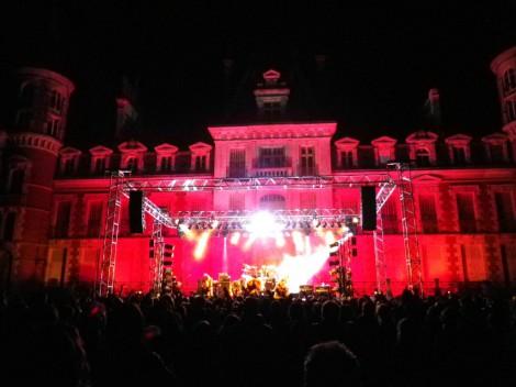 昨年10月、フランス・オルレアンのシャンボニエール城でライブを開催