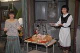 バレンタインデーのチョコレートケーキのプレゼンターは瀧本美織と片桐はいり(C)関西テレビ