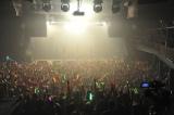 全15曲を披露し、公演に集結したファン1000人を熱狂させた
