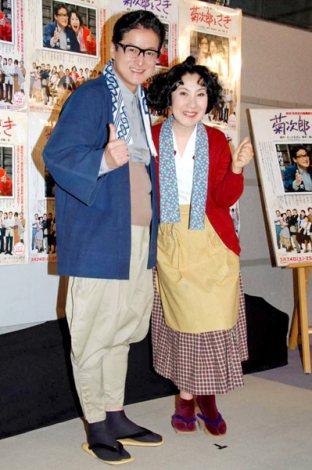 舞台『菊次郎とさき』の記者会見に出席した(左から)陣内孝則、室井滋 (C)ORICON DD inc.