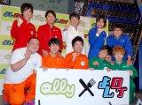 (前列左から)ジューシーズ、御茶ノ水男子、(後列左から)ライセンス、ペナルティ・ヒデ、平成ノブシコブシ