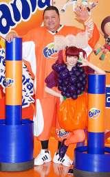 炭酸飲料『ファンタ』の新キャンペーン記念イベントに出席した(左から)きゃりーぱみゅぱみゅ、曙太郎 (C)ORICON DD inc.