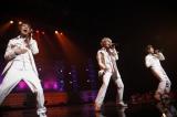 ライブでは新曲「タカラモノ」などを熱唱