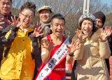WAHAHA本舗全体公演『ミラクル』と五輪出場祈願イベントに参加した(左から)柴田理恵、猫ひろし、久本雅美 (C)ORICON DD inc.