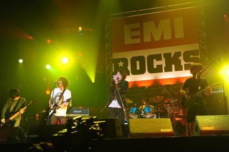 『EMI ROCKS 2012』にて吉井和哉と9mm Parabellum Bulletがコラボ
