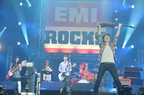 『EMI ROCKS 2012』に出演したBase Ball Bear