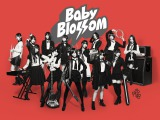 AKB48が初めてバンド演奏に挑戦したシングル「GIVE ME FIVE!」が女性歌手史上初の6作連続ミリオンを達成