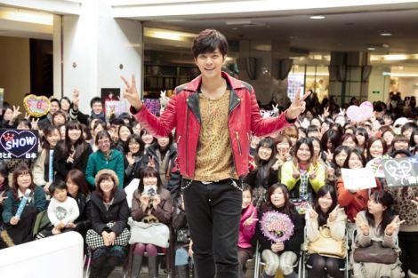 SHOWの1stシングル「DANTE」発売記念イベントにファン2000人が集結