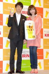 キリンビールの新ジャンル商品『キリン 麦のごちそう』のCMで夫婦役を演じた(左から)西島秀俊、片瀬那奈 (C)ORICON DD inc.