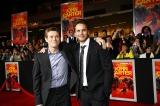 『ジョン・カーター』ワールドプレミアに登場した(左から)タルス・タルカス役のウィレム・デフォーと主人公ジョン・カーター役のテイラー・キッチュ(C)2011 Disney. JOHN CARTER ERB, Inc.