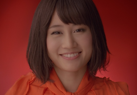 サムネイル AKB48・前田敦子(『ワンダ モーニングショット』新CM「メッセージ」編より)
