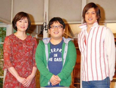 NHK新番組『うまいッ!』の会見に出席した、(左から)武内陶子アナウンサー、キャイ〜ン・天野ひろゆき、渡辺大輔 (C)ORICON DD inc.