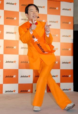 『ジェットスター 日本就航5周年 大感謝祭』記念にギャグを披露したダンディ坂野 (C)ORICON DD inc.