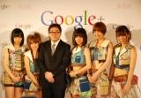 「AKB48新戦略記者発表会」でGoogle+を活用したファンとの交流を発表(左から:指原莉乃、高橋みなみ、秋元康氏、前田敦子、篠田麻里子、高城亜樹) (C)ORICON DD inc.