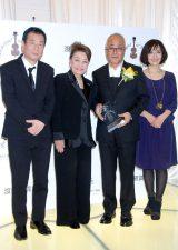 (左から)第6回受賞者の三枝成彰、渡邊美佐名誉会長、大里会長、富田 (C)ORICON DD inc.