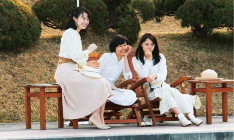 映画『わが母の記』の伊上三姉妹(左から)ミムラ、菊池亜希子、宮崎あおい (C)2012「わが母の記」製作委員会