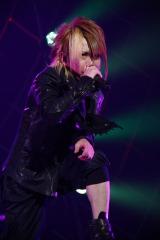 エイベックス移籍後初の武道館公演を行ったナイトメアのボーカル・YOMI