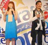 『サッポロ ドラフトワン』のリニューアル記念イベントで、CMソングを披露した(左から)持田香織、宇崎竜童 (C)ORICON DD inc.