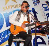 『サッポロ ドラフトワン』のリニューアル記念イベントで、スペシャルライブを行った宇崎竜童 (C)ORICON DD inc.