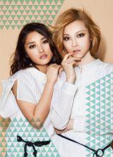 ドリームモーニング娘。の石川梨華(左)と吉澤ひとみ(右)が新ユニットABCHO(アブチョ)を結成し、5月23日に1stシングル「目をとじてギュッしよ」を発売