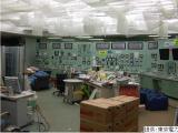 """東京電力が提供した地震発生後の福島第一原発1号機の中央制御室の写真を公開。日本テレビ『復興テレビ みんなのチカラ3.11』で""""全電源喪失""""を検証するドキュメンタリードラマを放送する(C)NTV"""