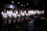 名古屋・栄のSKE48劇場で黙とうを捧げるSKE48メンバー