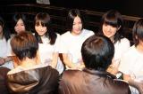 名古屋・栄のSKE48劇場で公演後、握手でお見送りしたSKE48