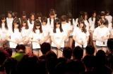 大阪・難波のNMB48劇場で黙とうを捧げるNMB48