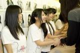大阪・難波のNMB48劇場で公演後、握手でお見送りしたNMB48