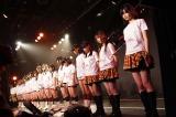 福岡・博多のHKT48劇場で黙とうを捧げるHKT48のメンバー
