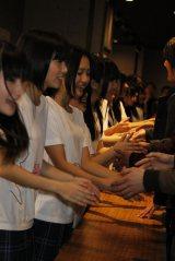 福岡・博多のHKT48劇場で公演後、握手でお見送りしたHKT48