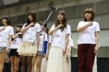 東京ビッグサイトの握手会で「誰かのために」を熱唱するSDN48