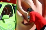 お披露目されたNEXCO東日本の『耳カー』にメッセージを吹き込むマギー審司 (C)ORICON DD inc.