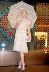 全身白のドレスで登場したイメージを一新した土屋アンナ (C)ORICON DD inc.