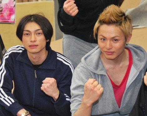公開舞台けいこで濃厚なキスシーンを披露した(左から)遠藤雄弥と荒木宏文 (C)ORICON DD inc.