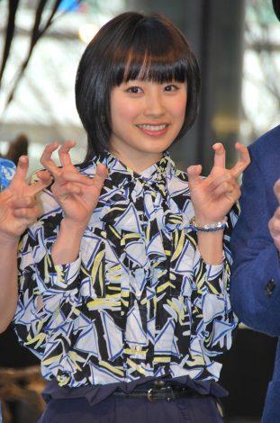『大恐竜展 in 丸の内 2012』オープニングイベントに出席した高橋愛 (C)ORICON DD inc.
