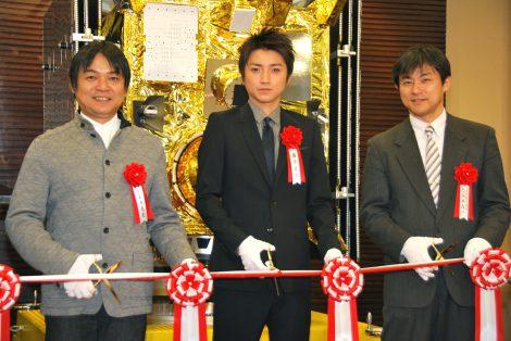 テープカットをする(左から)本木克英監督、藤原竜也、 阪本成一(C)ORICON DD inc.