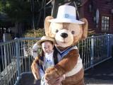 東京ディズニーシー新CMで本田望結とダッフィーが初共演 (C)Disney