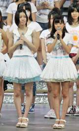 AKB48への期限付き加入が決定した松井珠理奈(左)と渡辺美優紀 (C)ORICON DD inc.