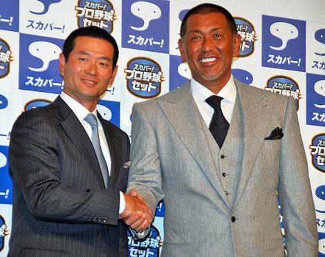 プロ野球CM記者発表会で握手を交わす(左から)桑田真澄と清原和博 (C)ORICON DD inc.
