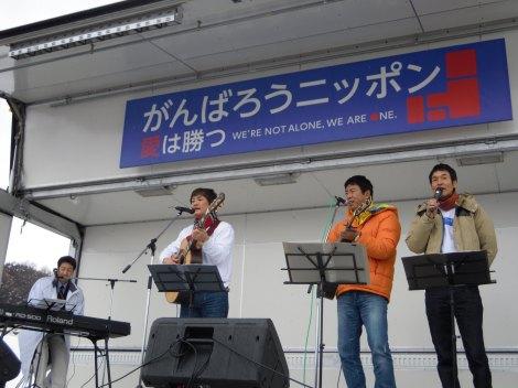(写真左より)KAN、堀内孝雄、田中義剛、高山厳