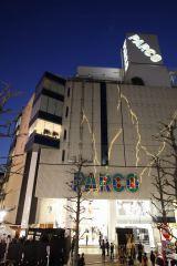 渋谷PARCOビルの壁面に稲妻が!
